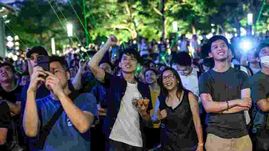 Manifestantes dizem que o uso de fóruns e aplicativos ajuda a evitar que eles se tornem alvo de repressão - Philip Fong/AFP