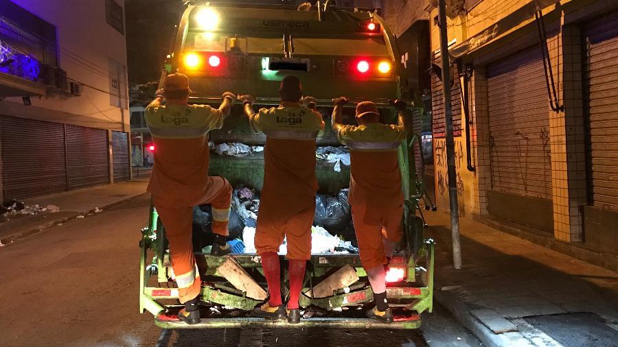 Trabalhadores da limpeza urbana de São Paulo pedem vacinação contra a covid-19 - Felipe Pereira