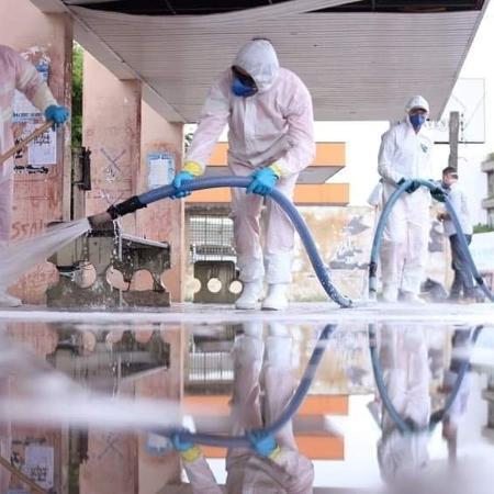Funcionários da prefeitura fazem desinfecção das ruas de Mossoró - Divulgação/Prefeitura de Mossoró