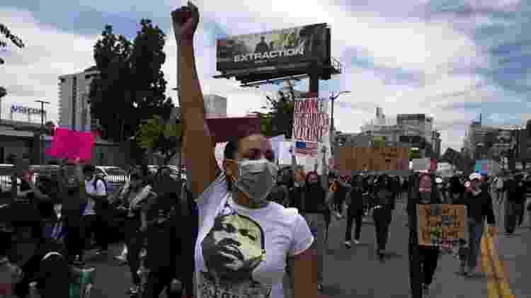 Milhares de manifestantes marcham em resposta à morte de George Floyd em 2 de junho de 2020 em Los Angeles, Califórnia - Getty Images - Getty Images