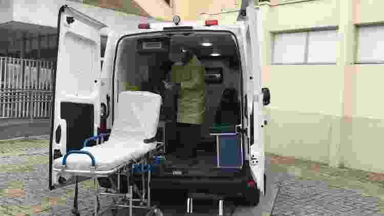 Ambulância vazia no hospital Vila Penteado depois de transportar paciente com suspeita de covid-19 - Felipe Pereira - Felipe Pereira