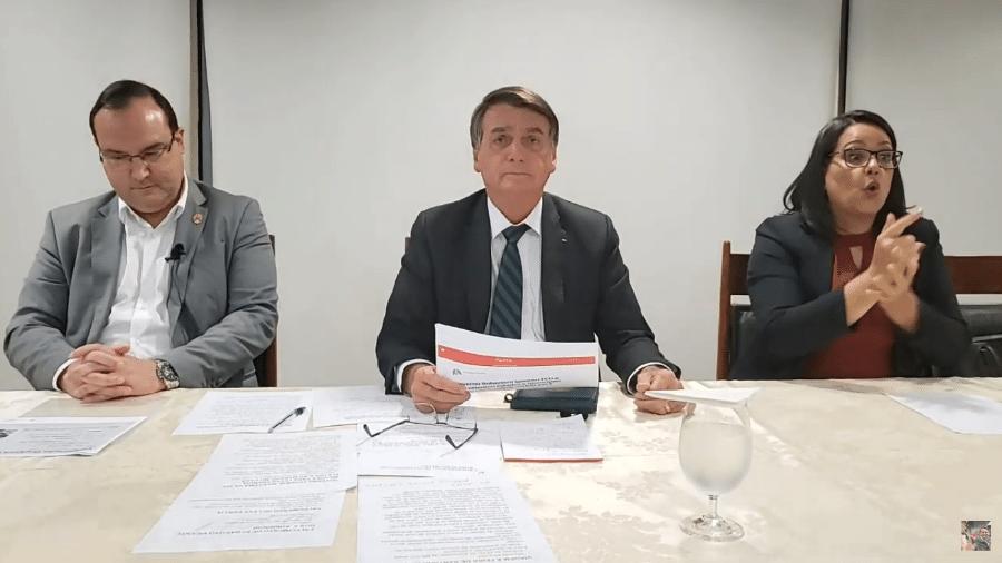 29.abr.2021 - O presidente Jair Bolsonaro (sem partido), durante sua live semanal - Reprodução/YouTube