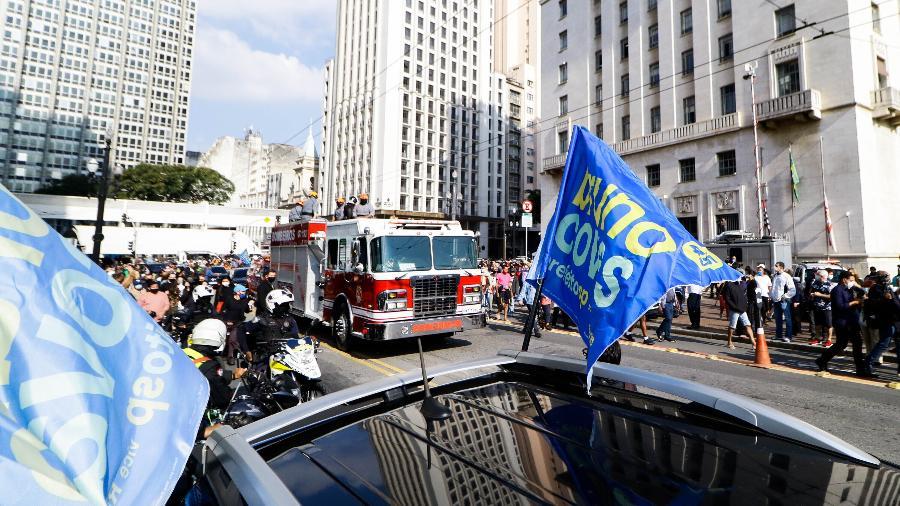 Apoiadores do prefeito de São Paulo, Bruno Covas (PSDB), dão seu adeus ao político, que morreu neste domingo - Aloisio Mauricio/Fotoarena/Estadão Conteúdo
