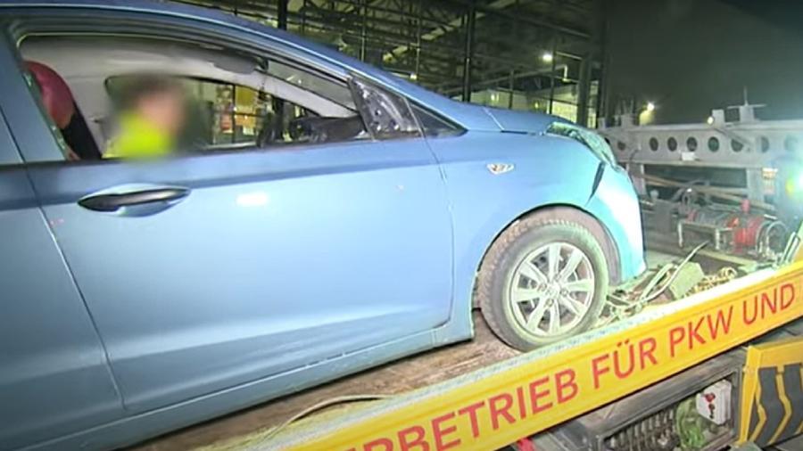 Homem passou mal e perdeu o controle do veículo, que ultrapassou cerca de proteção  - Reprodução/WDR