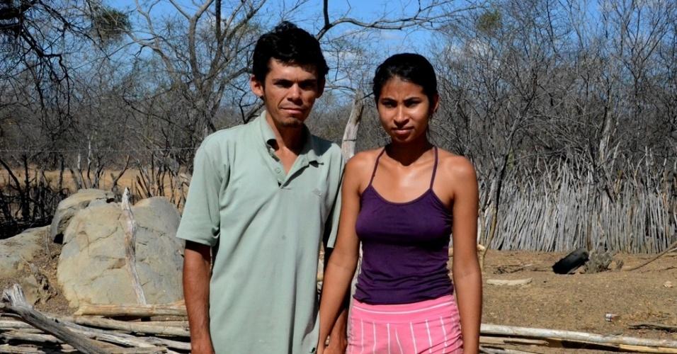 5.dez.2015 - Maria Imaculada Guimarães, 15, está grávida pela primeira vez e, ao lado do marido, diz ter medo de ser contaminada pelo zika vírus, em Afogados da Ingazeira