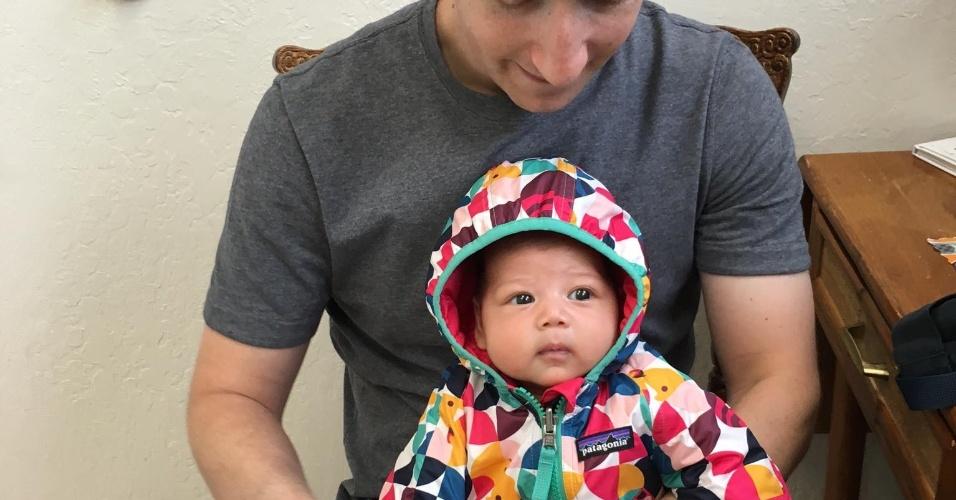 Mark Zuckerberg leva sua filha de um pouco mais de 1 mês para se vacinar, nos EUA