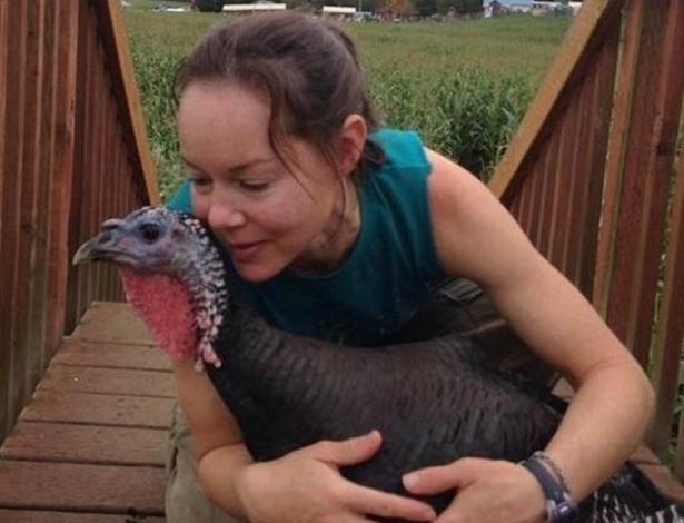 A norte-americana Jodie Smalley e Easter, um peru de estimação