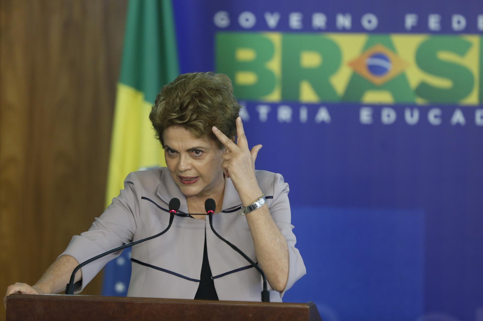 31.mar.2016 - A presidente Dilma Rousseff durante encontro com artistas e intelectuais em defesa da democracia, em Brasília