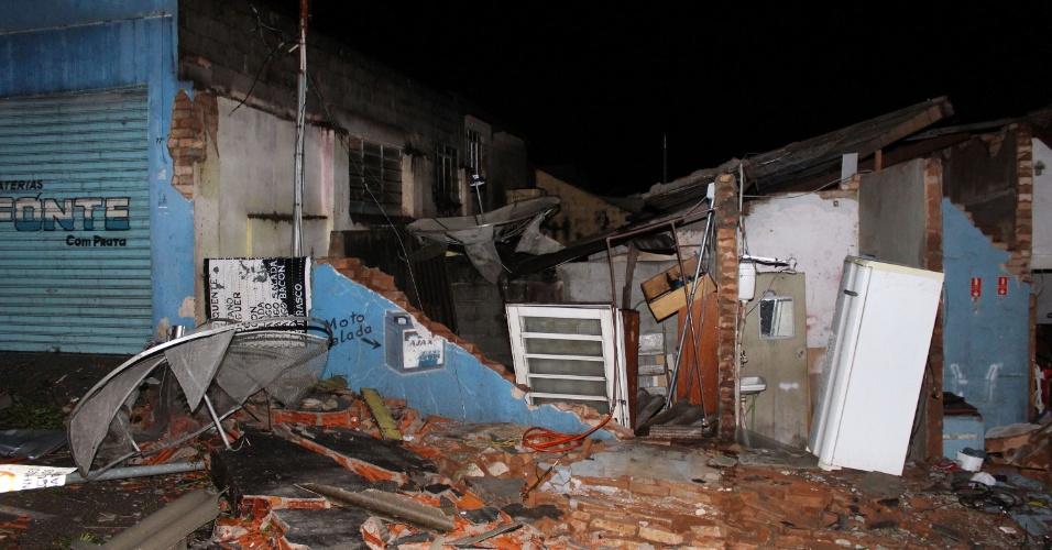 6.jun.2016 - Um forte temporal, acompanhado de rajadas de vento, deixou parte da cidade de Jarinu (a 68 km de São Paulo) destruída. Pelo menos 50 pessoas ficaram feridas. A energia de todo o município foi cortada e a cidade passou a madrugada às escuras
