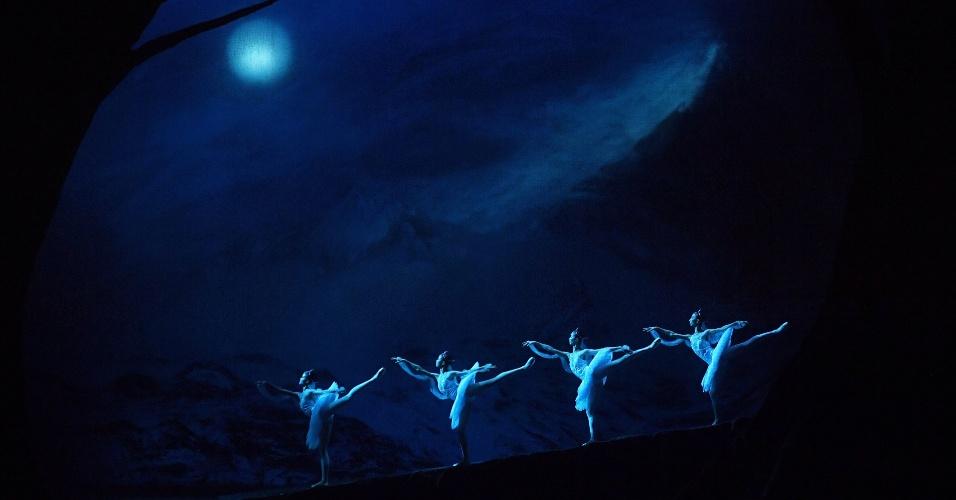 19.set.2016 - Dançarinos do Balé Nacional da China participam do espetáculo