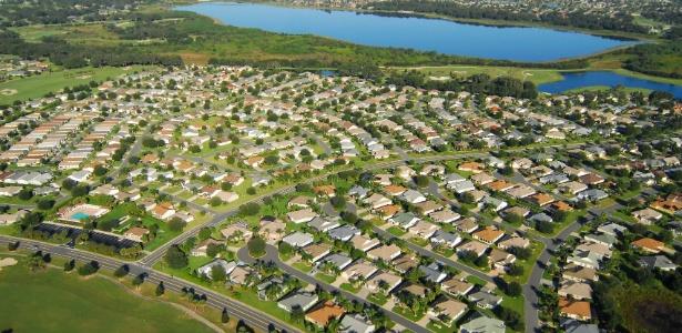 The Villages, comunidade para aposentados localizada na Flórida, EUA