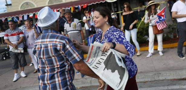 Casal comemora morte de Fidel em Miami