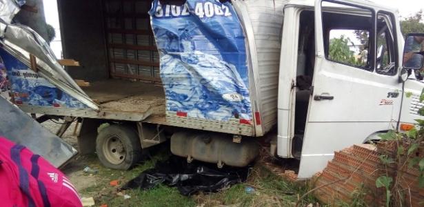 Caminhão de gelo desgovernado atropelou e matou 3 pessoas na Baixada Fluminense
