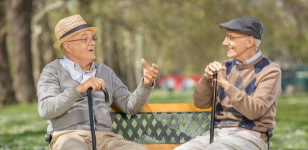 Manter boas amizade na velhice pode ser melhor para o bem-estar do indivíduo do que as relações familiares