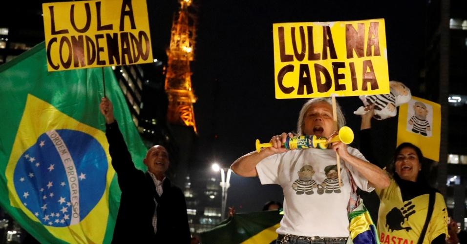 12.jun.2017 - Manifestantes contra Lula na Paulista