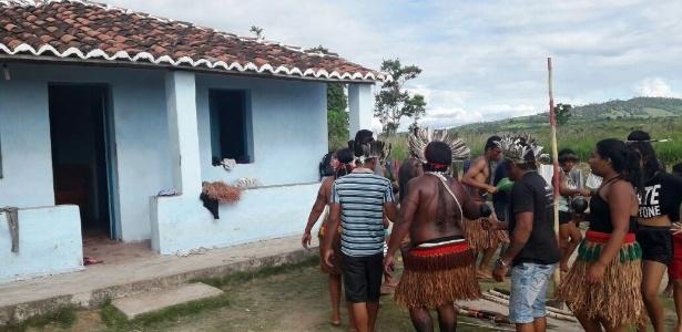 Índios deixam fazenda do ex-ministro Geddel Vieira Lima na Bahia