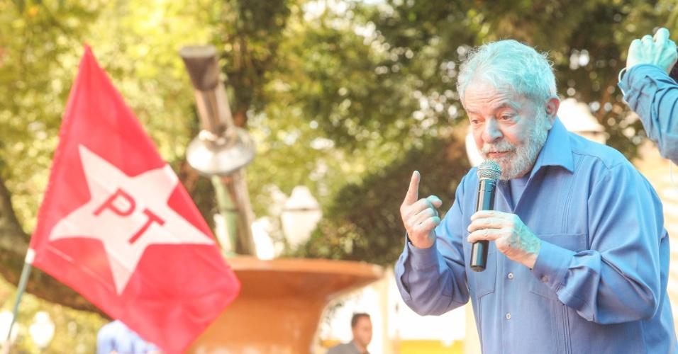 26.mar.2018 - O ex-presidente Luiz Inácio Lula da Silva discursa em ato pela agricultura familiar em praça na Travessa Frei Deodato, na Catedral Diocesana Nossa Senhora, em Francisco Beltrão (PR)