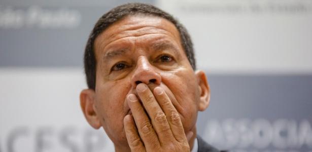 O general Mourão discursa para integrantes de associações comerciais de SP