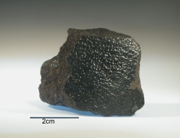 O Angra dos Reis tem uma massa 76 mil vezes menor que a do Bendegó, meros 70 gramas; com pouco mais de 4 cm de largura, é a rocha mais valiosa da coleção de mais de 400 meteoritos do Museu Nacional - BBC