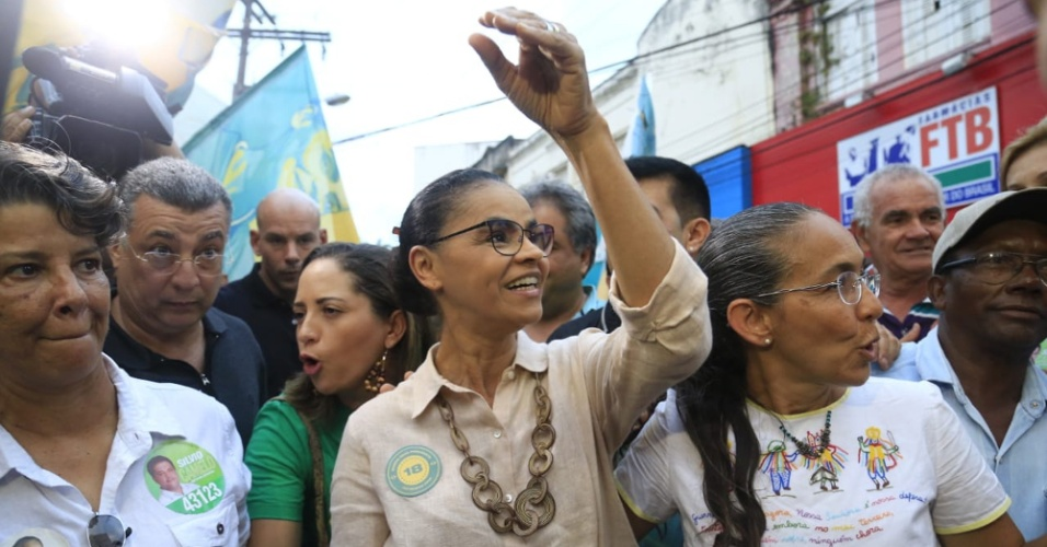 24.set.2018 - A candidata da Rede à Presidência da República, Marina Silva, caminha pela Rua do Comércio, no centro de Maceió, nesta segunda-feira, 24