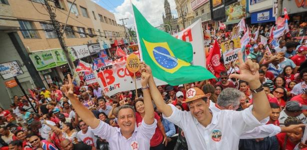 Costa e Haddad fizeram caminhada neste sábado (6) em Feira de Santana (BA), um dia antes do primeiro turno