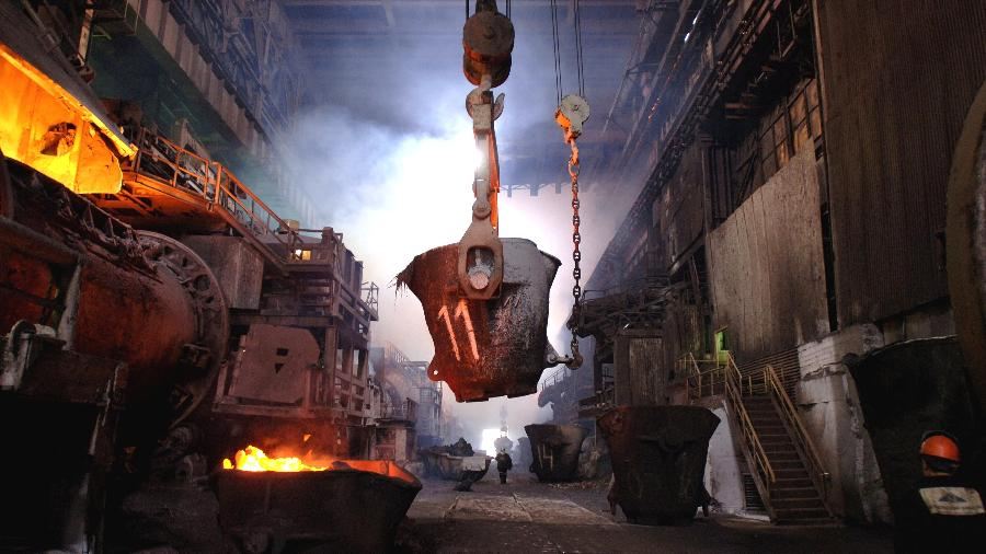 Fundição da fábrica Norilsk Nickel em Norilsk, na Rússia - James Hill/The New York Times