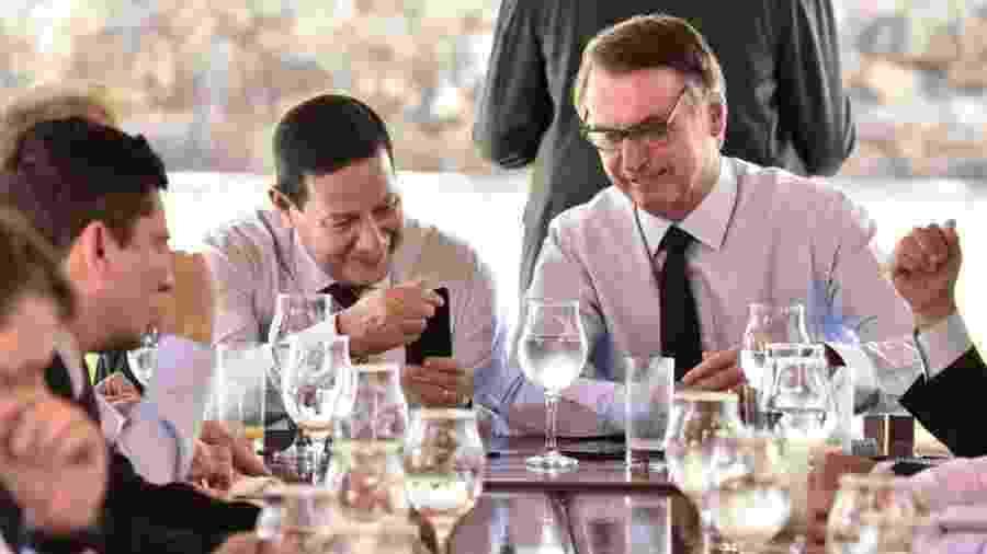 Bolsonaro com o vice-presidente Hamilton Mourão - Governo de transição