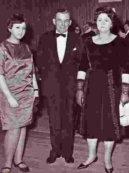 Norma Francis, o marido de Mary, George, e Mary - Crispin Belcher
