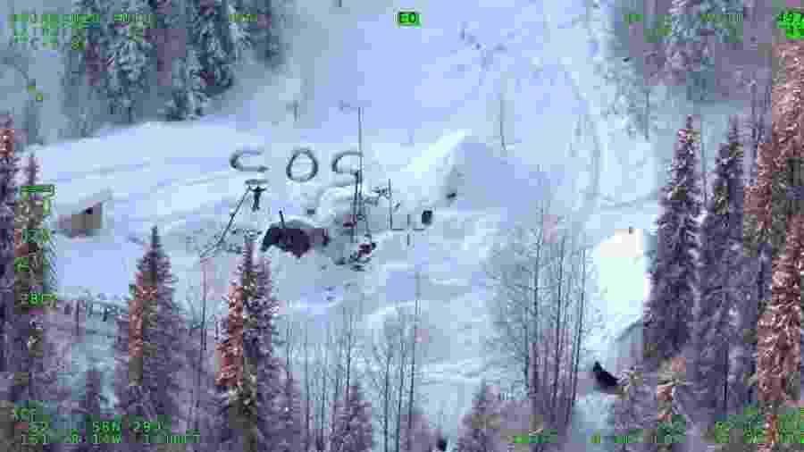 Imagem dos Patrulheiros Estaduais do Alaska registra o momento em que Tyson Steele foi localizado durante sobrevoo policial - Divulgação/Patrulheiros Estaduais do Alaska
