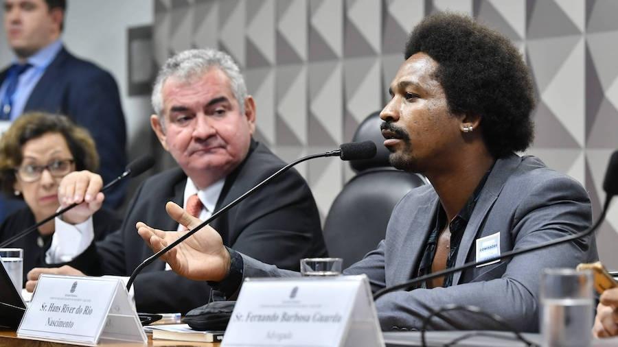 Ex-funcionário de empresa de disparos em massa, Hans Nascimento (à dir.) prestou depoimento em fevereiro na CPMI das Fake News - Jane de Araújo/Agência Senado