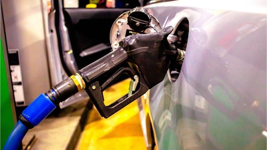 Governo estuda diminuir imposto sobre combustível - Getty Images