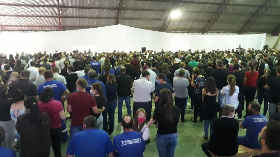 Segundo os Bombeiros, o velório das vítimas do ataque a creche de Saudades (SC) reuniu cerca de 1,5 mil pessoas - Hygino Vasconcellos/UOL