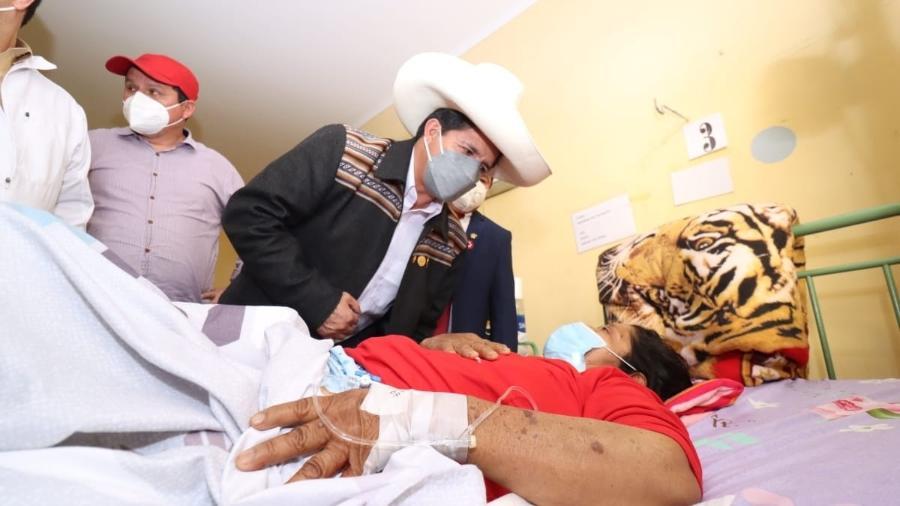 Presidente do Peru, Pedro Castillo, foi visitar vítimas do terremoto - Reprodução/Twitter @pedrocastillote