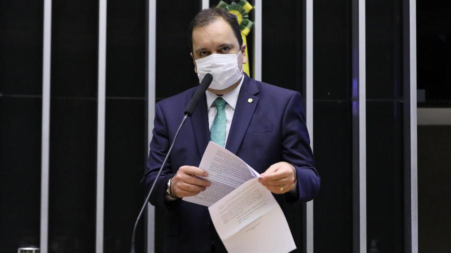 """""""Votamos a lei do gáspara reduzir o preço, e houve aumento de quase 60%"""", argumenta Elmar Nascimento - Michel Jesus/Câmara dos Deputados"""
