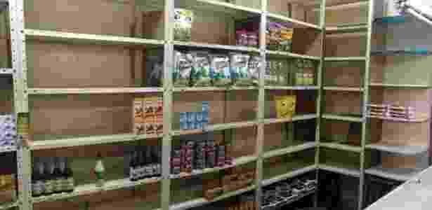 Gôndola de supermercado semi-vazia, visão constante na Venezuela - BBC Mundo - BBC Mundo