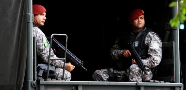Policiais da Força Nacional desembarcam nesta terça-feira (10) na Base Aérea de Manaus