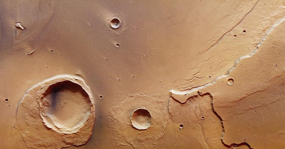 ESA mostra em detalhe vestígios de enorme inundação em Marte