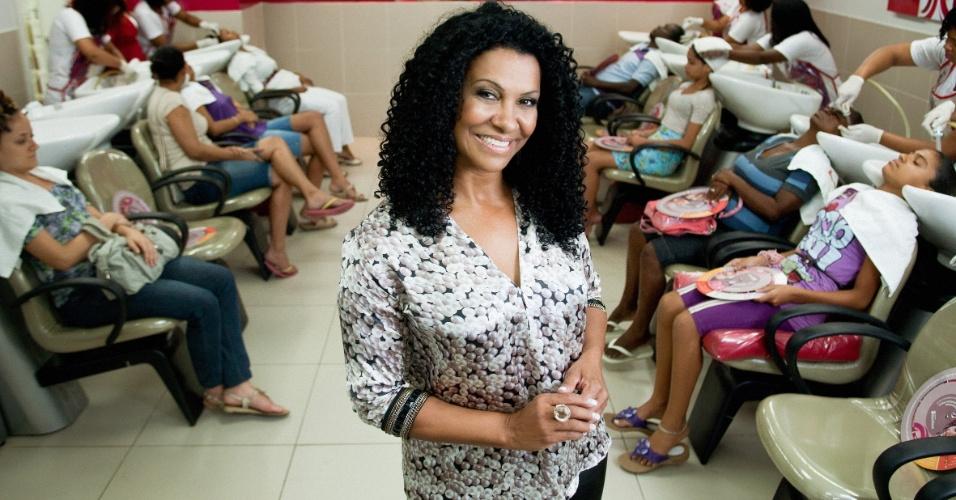A ex-faxineira Zica Assis, fundadora do Instituto Beleza Natural, rede de salões especializada em cabelos crespos e ondulados