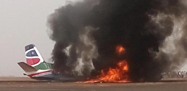 Avião incendiado no Sudão do Sul