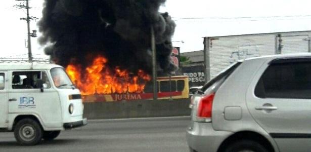 Nove ônibus e dois caminhões foram incendiados nesta semana em vias do Rio