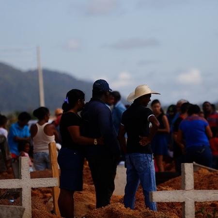 "Enterro dos trabalhadores rurais mortos na chacina de Pau D""Arco (PA) - Antonio Carlos/Repórter Brasil"