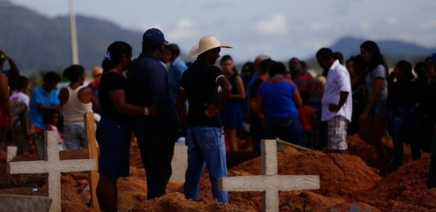 11.jul.2017 - Enterro dos trabalhadores rurais mortos na chacina de Pau D'Arco (PA)