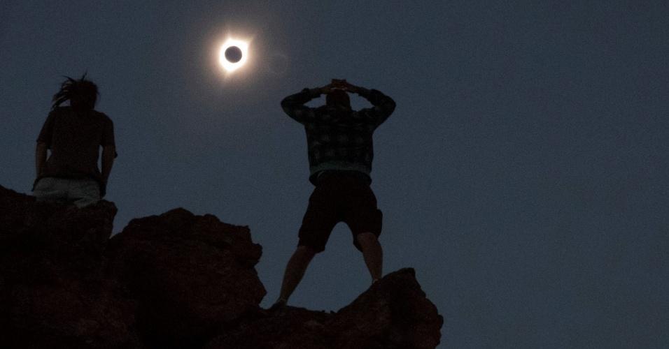 21.ago.2017 - Americanos observam eclipse solar do Monte Mitchell, em Oregon. É a primeira vez que o fenômeno pode ser visto nos Estados Unidos em 99 anos