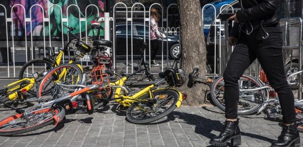 Bicicletas são abandonadas por usuários de aplicativo de compartilhamento em Pequim