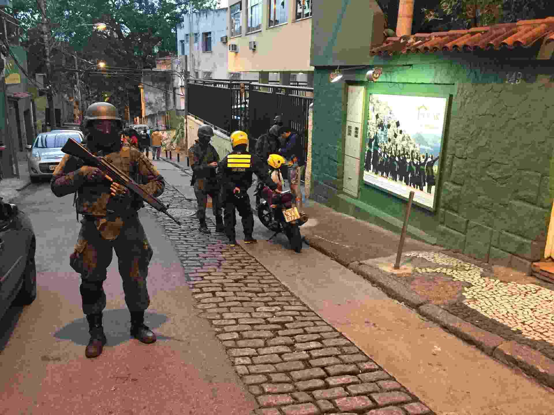Tropas especializadas em ações em montanha ocupam a favela Pavão-Pavãozinho e Cantagalo - Luis Kawaguti / UOL