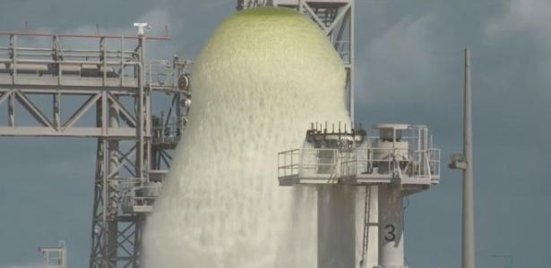 Jato de água chegou a 30 metros de altura durante teste