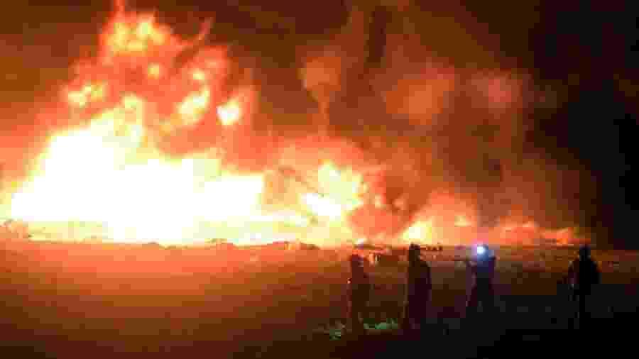 20;jan.2019 - Chamas ocasionadas pela explosão em um oleoduto da Petróleos Mexicanos (Pemex) em Tlahuelilpan, no estado de Hidalgo, no centro do México. O acidente foi provocado durante o furto de combustível no local e resultou em 79 mortes - Francisco Villeda/AFP