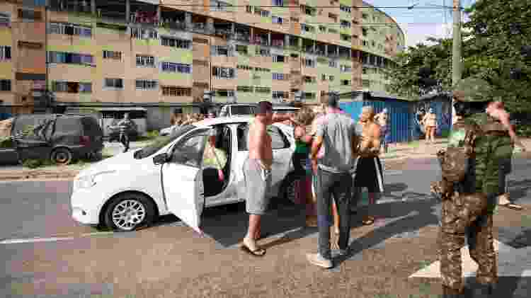 Carro em que músico foi morto ao ser baleado por homens do Exército no Rio; militares dispararam 80 tiros - 07.abr.2019 - Jose Lucena/Futura Press/Estadão Conteúdo