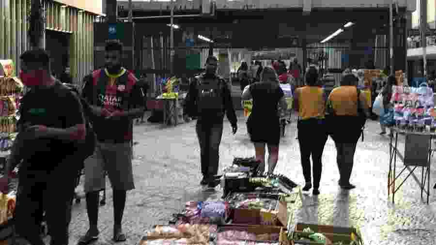 30.abr.2020 - Movimentação no Centro do Rio indica queda de isolamento social - Herculano Barreto Filho/UOL