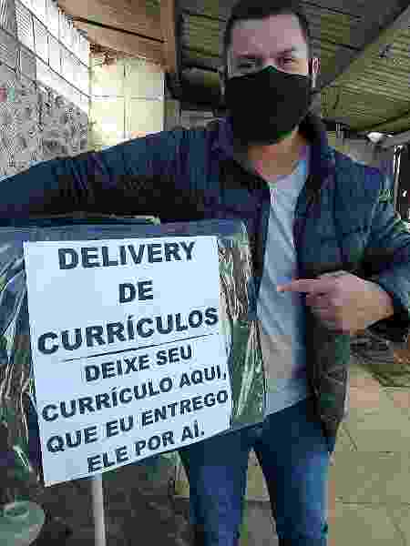 Delivery de currículos feito pelo servidor público Carlos D´Avila, de Porto Alegre (RS) - Arquivo pessoal